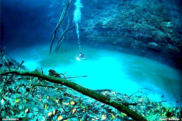 Descoperire fără precedent! Râul de pe fundul Mării Negre, cu copaci, frunze şi cascade