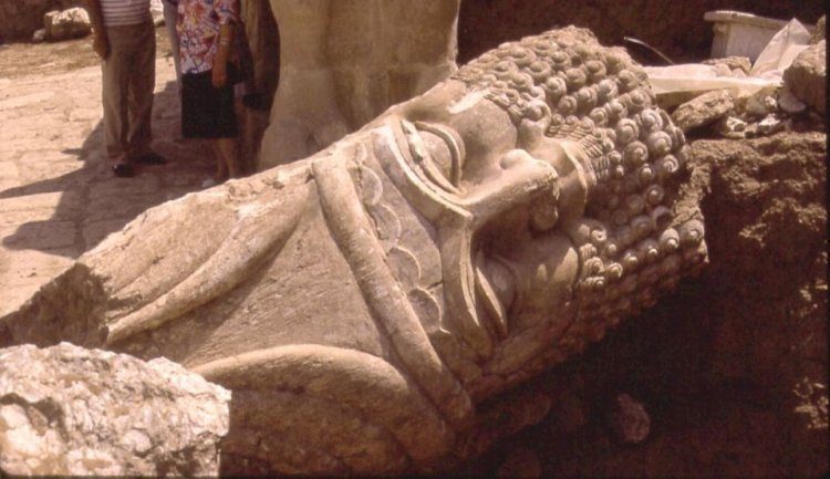 Descoperire colosală! Un palat de acum 2.600 de ani a fost găsit sub altarul sfânt distrus de ISIS