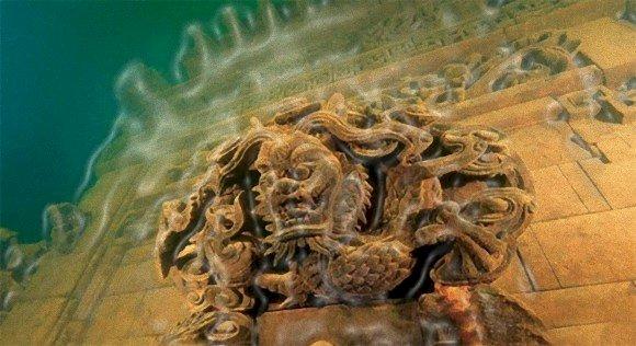 Oraşul ascuns de pe fundul unui lac din China.Oraşul subacvactic a fost construit de o civilizaţie misterioasă şi dispărută!