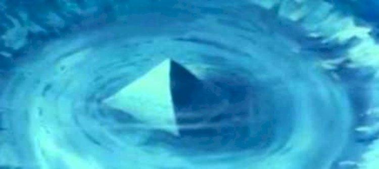 Piramidă de cristal in Triunghiul Bermudelor