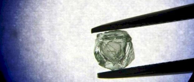 """Descoperire unică în Siberia – primul diamant """"matrioşka"""" găsit vreodată: un dimant care conține în el alt dimant"""
