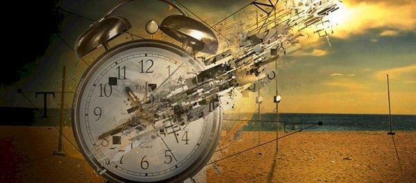 Povestea savantului care construiește o mașină a timpului, pentru a călători în trecut ca să-și revadă tatăl