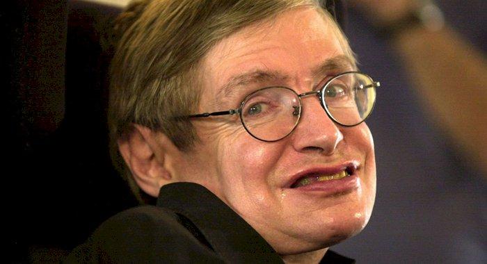 """Prezicerile lui Stephen Hawking din 2001: """"un virus care va distruge rasa umană"""